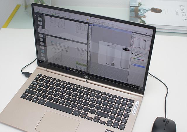 LG전자 노트북 그램 15의 대화면을 활용해 다양한 작업을 편리하게 할 수 있습니다.