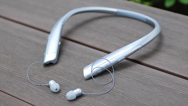 LG 톤플러스(HBS-1100) 제품의 모습입니다.