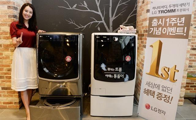 서울 영등포구 여의대로에 위차한 LG 트윈타워에서 모델이 출시 1주년을 맞은 트윈워시 주요 제품을 소개하고 있다.