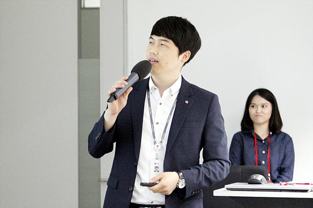 김용희 멘토가 강의하는 모습