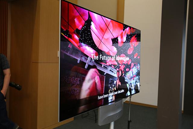 양면 스크린 사이니지는 7.94mm 두께이지만 양면으로 화면을 가지고 있습니다.