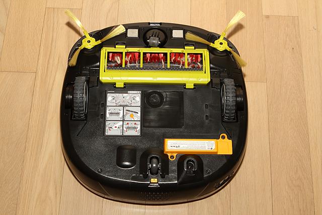 LG 로봇청소기 로보킹을 뒤집어 놓았을 때의 모습이다.