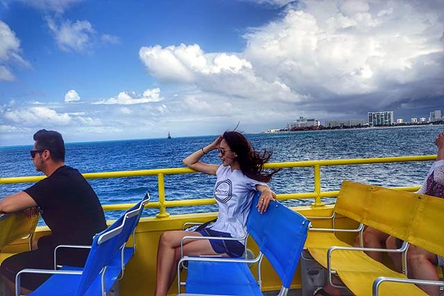 칸쿤의 보물 중 보물인 여인의 섬을 즐기는 모습입니다.