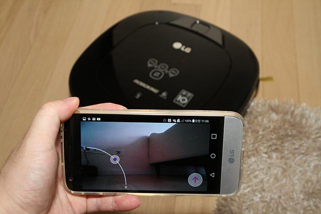 Smart ThinQ 어플리케이션으로 LG 로봇청소기 로보킹을 제어할 수 있습니다.