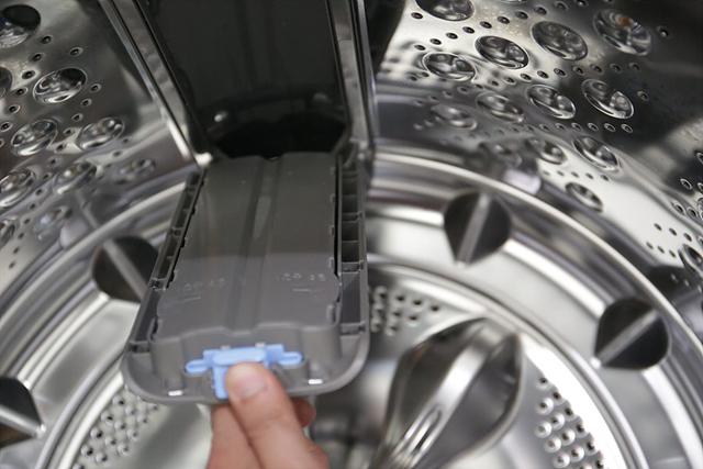 LG 통돌이 세탁기 내부 모습입니다.