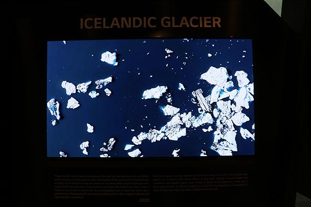 이번 사진전에서는 LG 시그니처 올레드 TV를 통해 아이슬란드 사진을 볼 수 있습니다.