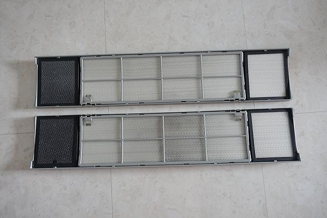 LG 휘센 듀얼 에어컨 내부 필터가 바닥에 놓여져 있는 모습입니다.