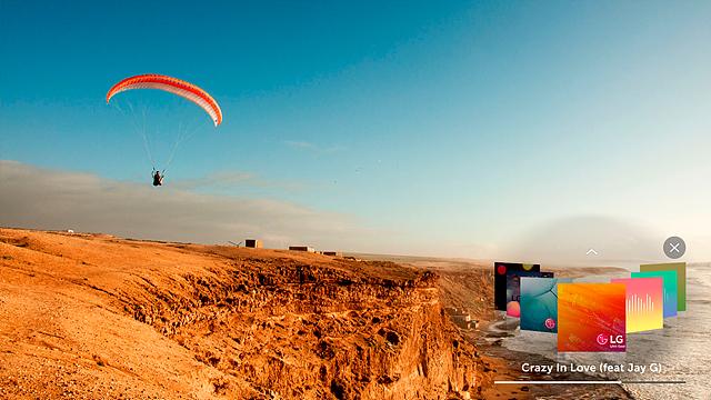스마트TV 화면 - 패러글라이딩하는 모습