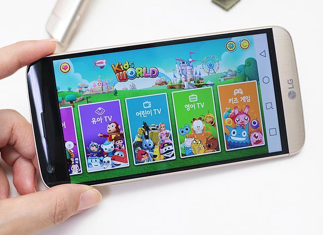 키즈월드 안에 유아 TV, 어린이 TV, 영어 TV, 키즈 게임 메뉴가 노출된 화면
