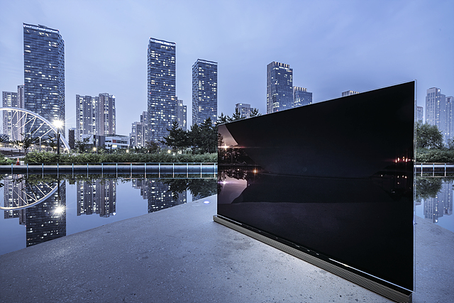 포토그래퍼 김주원씨가 촬영한 시그니처 올레드 TV 제품 사진