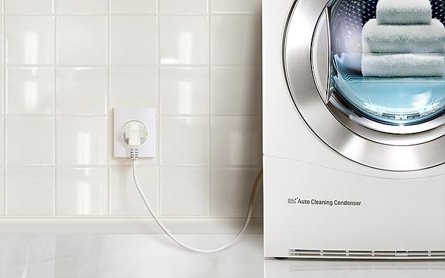 별도의 시공 없이 전원 코드만 연결해 사용 가능한 LG 트롬 전기식 의류건조기