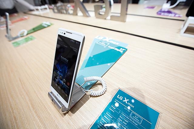 IFA 2016에 전시된 LG X max 제품 이미지