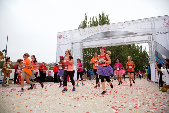 LG전자가 현지시각 11일 파리에서 열린 프랑스의 대표적인 여성 마라톤 대회인 '라 파리지엔'을 후원하는 등 고효율, 저진동을 구현한 LG만의 혁신 기술인 '센텀 시스템' 알리기에 나섰다.