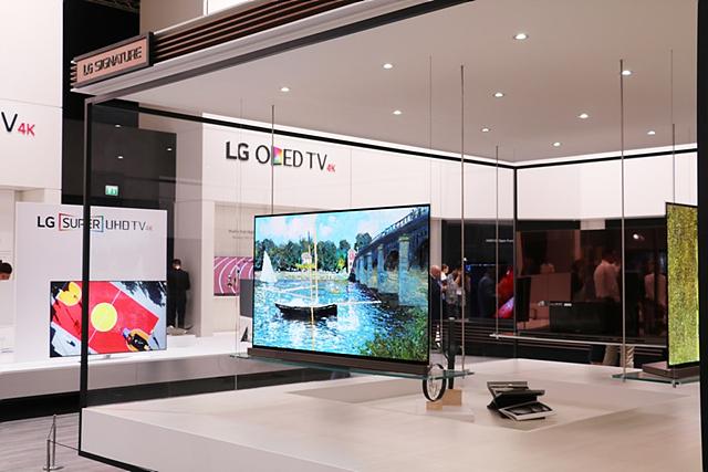 LG 올레드 TV 전시관의 모습입니다.
