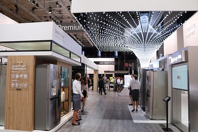 LG 시그니처 제품이 전시된 장소의 모습입니다.
