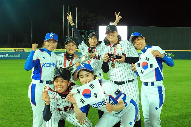 한국 여자야구 대표팀 단체 사진