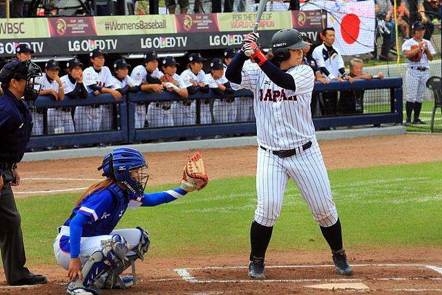 일본 여자야구 대표팀과 경기를 진행하고 있는 대한민국 여자야구 대표팀 모습