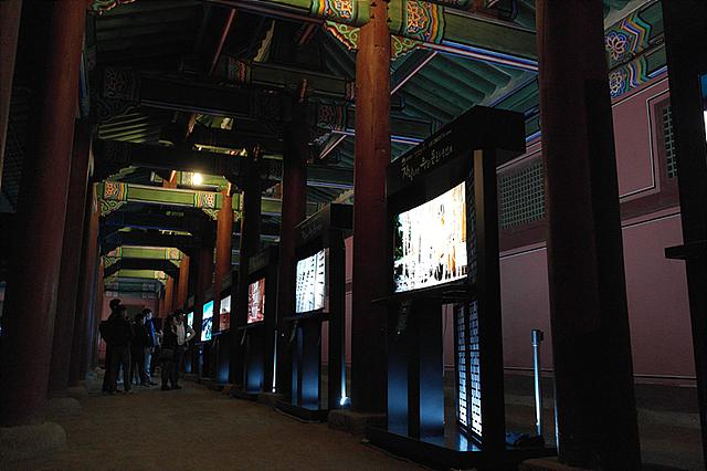 자연색 그대로 보여주는 LG 올레드 TV가 문화재의 소중함을 그대로 보여주고 있는 모습
