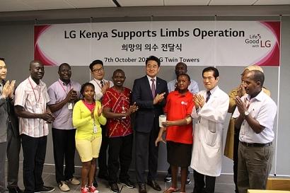 두 팔 잃은 케냐 여성에게 새 삶을 선물한 LG