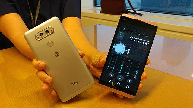V20의 앞면과 뒷면의 모습