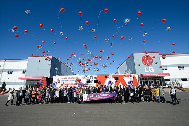 러시아 루자 공장에서 열린 헌혈의 날의 모습
