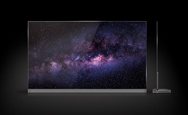 LG 시그니처 올레드 TV 정면과 측면의 모습