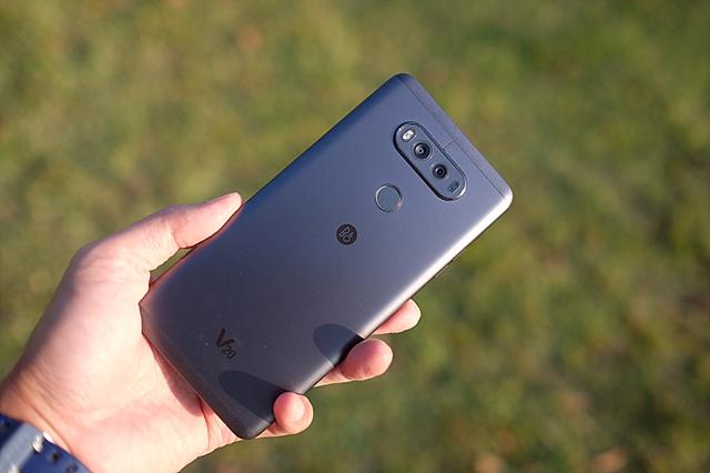 LG V20 후면 이미지