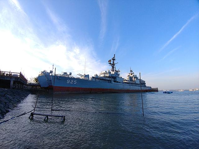 LG V20 광각 카메라로 촬영한 배 사진