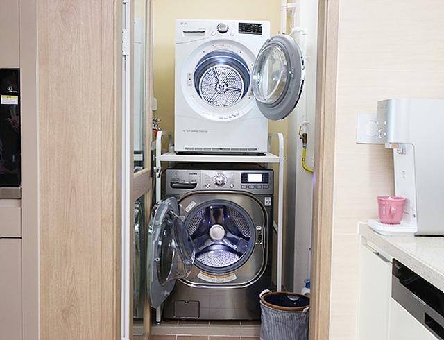 LG 트롬 세탁기와 건조기의 모습