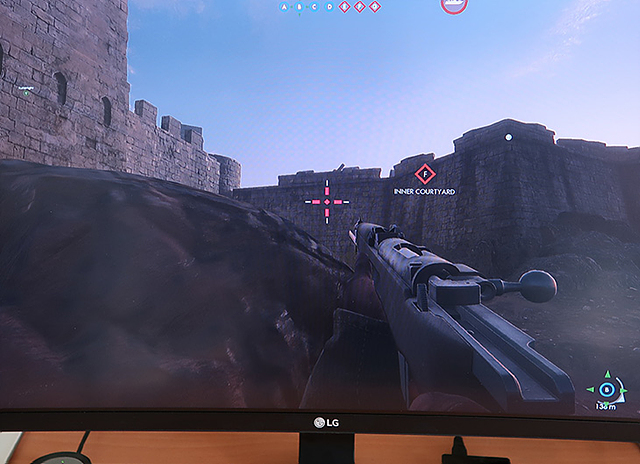 배틀필드 1 게임화면이 보이는 LG 울트라와이드 게이밍 모니터(모델명: 34UC79G)