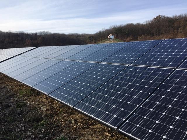 LG전자가 태양광 연계 ESS 분야 첫 공공사업인 서부발전 '은하수 태양광 연계 ESS' 구축사업을 수주했다. 세종시에 위치한 '은하수 태양광 발전단지' 전경이다.