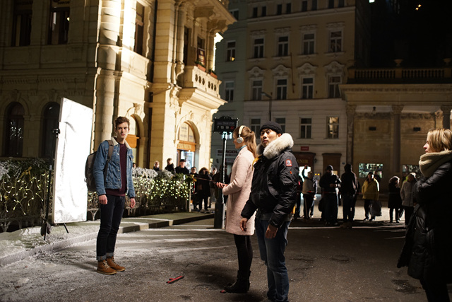 체코 현지에서 V20 광고 촬영 중인 모습