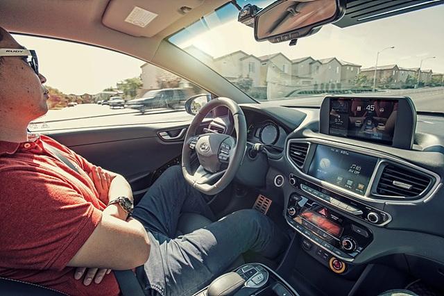 이제 조만간 운전석에서 팔짱 끼고 창밖 풍경 감상하며 운전하는 날이 찾아올 겁니다.