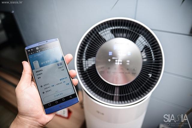 LG의 가전 IOT 앱 중 하나인 스마트 싱크(Smart ThinQ)를 사용한다면 더 다양한 기능을 사용할 수 있으며, 집 밖에서도 혹은 여름철에는 LG 에어컨과 동시 사용하는 등의 기능도 지원하고 있습니다.
