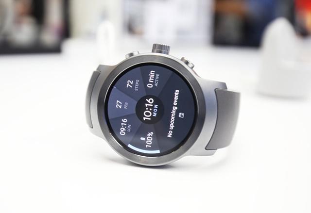세계 최초로 '안드로이드 웨어 2.0'을 탑재한 'LG 워치 스포츠(LG Watch Sport)'