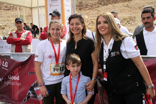 사진2_HRH Princess Dana Firas and with 2 children Princess Haya and Prince Hashem Bin Firas