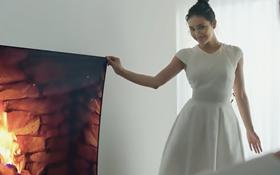 한 손으로 벽난로를 떼는 여자, 'LG 시그니처 올레드 TV'의 마법