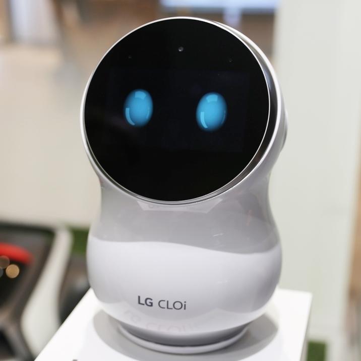 톡톡 튀는 디자인, 고객을 사로잡다 – 'LG 클로이 홈' 로봇 편