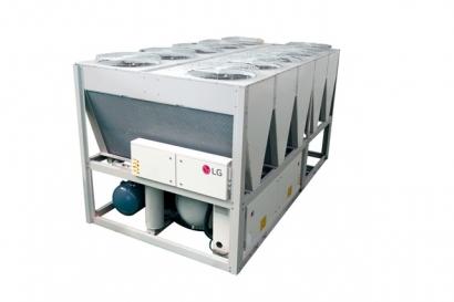 LG전자는 최근 베트남 국영 석유화학기업 페트로베트남(Petro Vietnam)이 짓는 화력발전소에 냉난방 공조솔루션을 일괄 공급하기로 하고, 건설을 맡은 시공사인 러시아의 파워머신즈(Power Machines)와 계약을 체결했다. LG전자는 발전소 내 33개 건물에 공조 시스템을 설계하고 칠러, 시스템에어컨 등 제품을 공급한다. 사진은 LG전자가 베트남 발전소에 납품하는 고효율의 공랭식 스크류 냉동기.