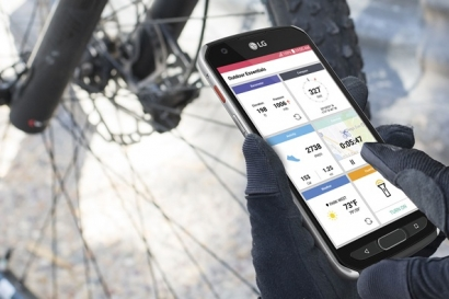 LG전자는 26일 북미 지역을 시작으로 'LG X 벤처 (LG X venture)' 스마트폰을 출시한다. 이후 중남미, 중동/아프리카 등 신흥시장에도 순차 출시 예정이다. 'LG X 벤처'는 야외 활동으로 물기나 이물질에 노출된 상황도 견딜 수 있는 강한 내구성을 갖췄다. 이 제품은 美 국방부가 인정하는 군사 표준규격, 일명 '밀리터리 스탠더드 (Military Standard)'를 획득했다. 'LG X 벤처'는 '비산 방지(Shatter-resistant)' 처리 디스플레이를 탑재해 안전성을 높였다. 또, 방수•방진 최고 등급인 IP68이 적용됐다. IP68은 1.5m의 수심에서 30분 이상 정상 작동할 때 획득할 수 있는 등급이다.