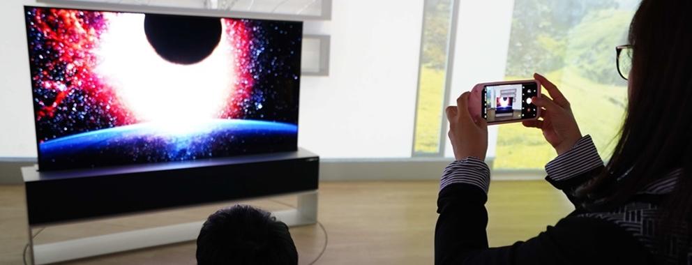 [현장 취재] 관람객 발걸음 멈추게 한 'LG 올레드 TV'의 혁신