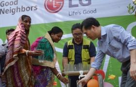 방글라데시 시골마을에 '깨끗한 물' 선물