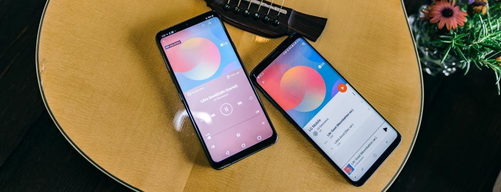 """LG G7 ThinQ가 해외 언론들로부터 호평을 받았다. 업그레이드된 오디오, 배터리, 카메라, 디스플레이 등 스마트폰의 핵심 기능과 생활의 편리함을 더한 AI, 정제된 디자인의 세련미를 주목했다. 美 IT 전문매체 은 """"이 달에 새로운 폰을 구매하려면 LG G7 ThinQ를 반드시 고려할 것"""