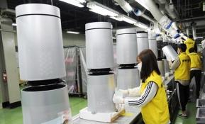 연휴기간 멈추지 않는 LG전자 퓨리케어 360도 공기청정기 생산 현장