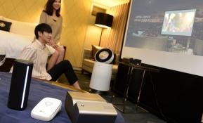 : LG전자가 8월 말까지 서울 강남에 위치한 '그랜드 인터컨티넨탈 서울 파르나스'에서 '딜라이트 투게더 패키지'를 이용하는 투숙객들에게 인기 제품들을 대여해주는 체험 행사를 진행한다. 대여 제품은 'LG 미니빔 TV', 'LG 퓨리케어 360도 공기청정기', 'LG 포터블 스피커', 'LG 포켓포토' 등이다.