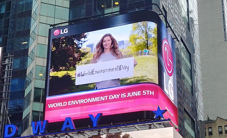UN 국제기구와 비영리기관 등에 LG 전광판을 무상 지원한 모습