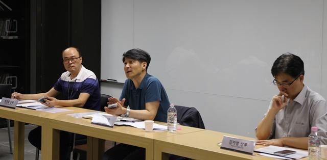 왼쪽부터 MC단말사업부 정호중 상무, MC사업본부장 조준호 사장, MC연구소 SW플랫폼실 김기영 상무.