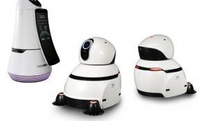 LG전자가 21일부터 인천국제공항에 자체 개발한 안내로봇과 청소로봇 각각 5대를 배치하고 공항 이용객들을 대상으로 시범서비스를 시작한다. 사진은 왼쪽부터 안내로봇과 청소로봇.