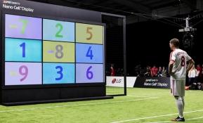 LG전자가 영국 축구스타인 스티븐 제라드(Steven Gerrard)와 아담 랄라나(Adam Lallana)의 슈팅 대결을 통해 LG전자의 프리미엄 LCD TV인