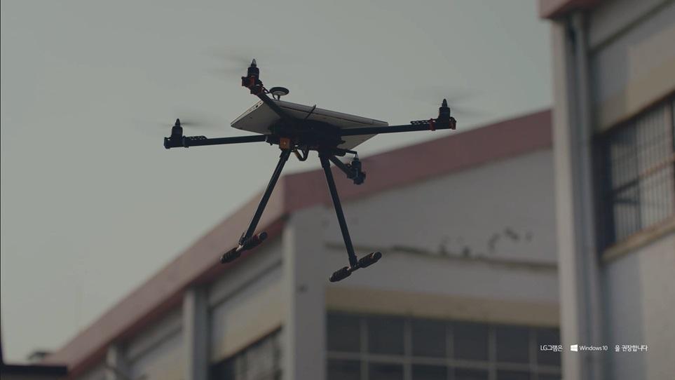 노트북으로 드론 제작, 노트북 배터리 만으로 얼마나 오래 날수 있는지 이색 실험
